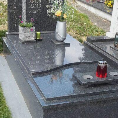 Spomenik iz kamna IMPALA, črke INOX, vaza SLOVENSKI izdelek